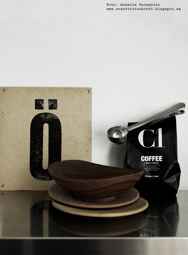 niolas vahe, kaffe, kaffepaket, svart och vitt kaffepaket, sked med clips, skedar med klämma, klämmor, bokstav, bokstäver, svartvitt, annelies design & interior, webbutik, webbutiker, nettbutikk, nettbutikker, webshop, annelies design, anneleisdesign.se