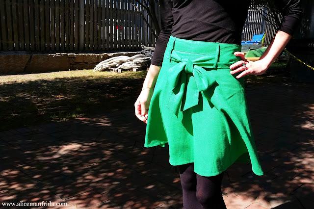 green, skirt, belt, bow, Musee Matisse Skirt, ModCloth, black, ootd, outfit, details, Alice Manfrida, alicemanfrida, amanfrida
