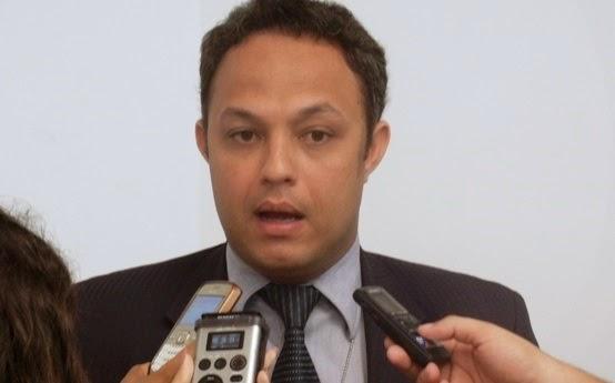 http://www.renatodiniz.com/2014/08/delegado-marcos-paulo-policia-civil-em.html