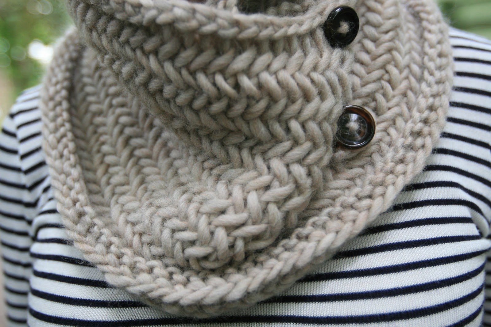 elletrain knits *: Tea Latte Cowl pattern!
