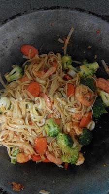 spaghetti goreng ala pan asian yang sedap hingga menjilat pinggan, garfu dan siku