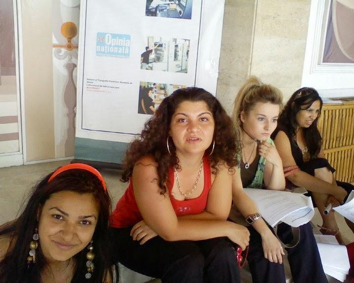 Miki Ene, Cristina Molea, Alexandra Neamtu, Stefy Ene la facultate in Aparatorii Patriei in sesiune