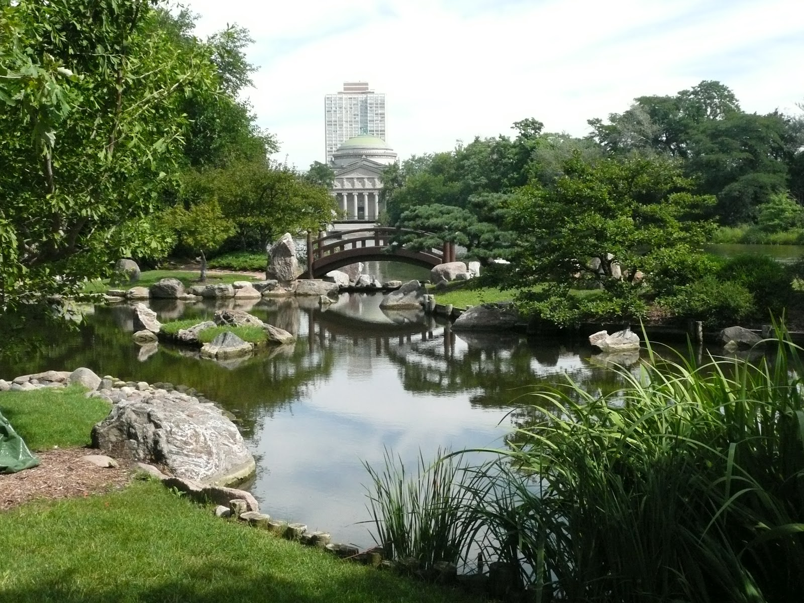 Japanese zen garden zen bridge pond path for Japanese garden pond bridge