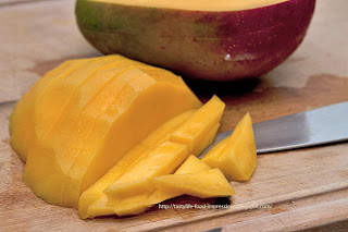Манго- салат с телятиной, овощами и хрустящими  семенами кунжута