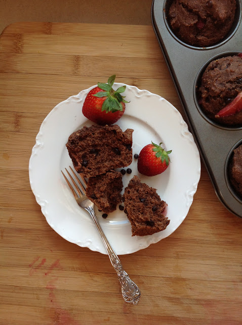 Low-sugar Vegan Fresh Strawberry Cocoa Muffins | RootedVegans.com