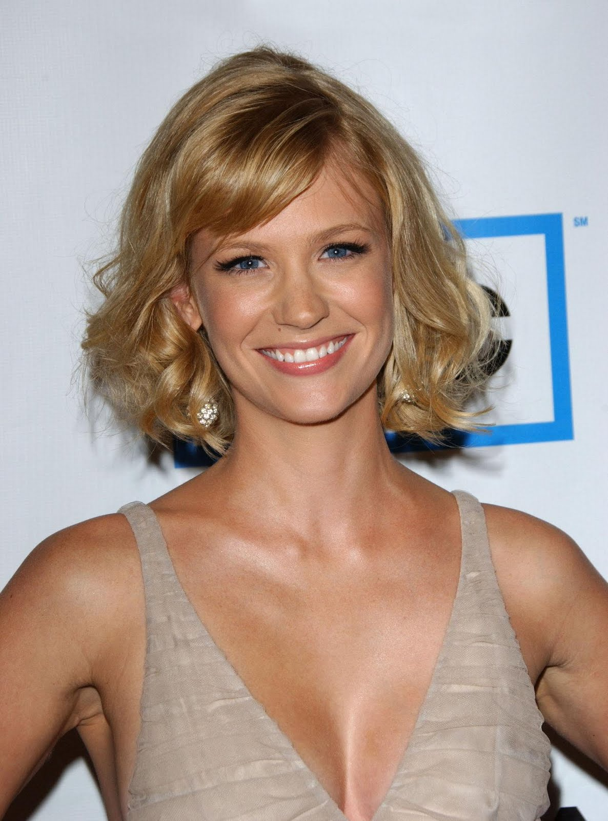 http://3.bp.blogspot.com/-6Fvqrvg51S4/TgVMyvSBQOI/AAAAAAAAEkk/kunmGlq1bXs/s1600/January-Jones-photo-005.jpg