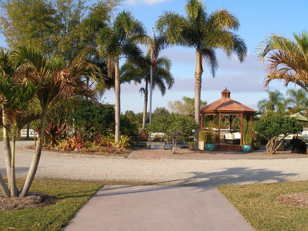 http://3.bp.blogspot.com/-6G1MmsGl4Ek/TWLFnjmUvsI/AAAAAAAAAlc/3OfCwp8e0Iw/s1600/Florida%2B2011%2B021%2B%25282%2529.jpg
