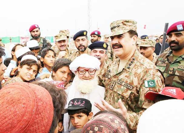 COAS Pakistan Army Celebrating Eid ul Fitr WitH IDP's