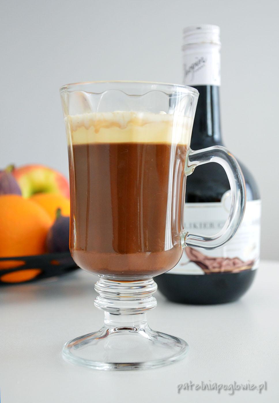 kawa, syrop klonowy, likier czekoladowy, śmietanka
