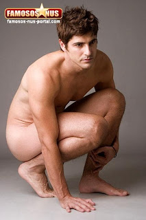 Reynaldo Gianechinni nu, pelado, pés descalços - Homem famoso nu