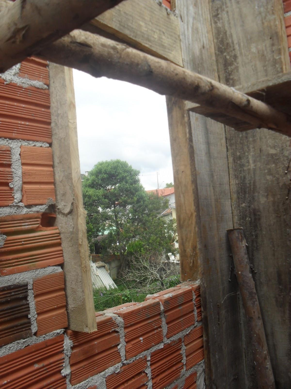 janela que será com blocos de vidro descendoooo janela lá #6A402E 1200 1600