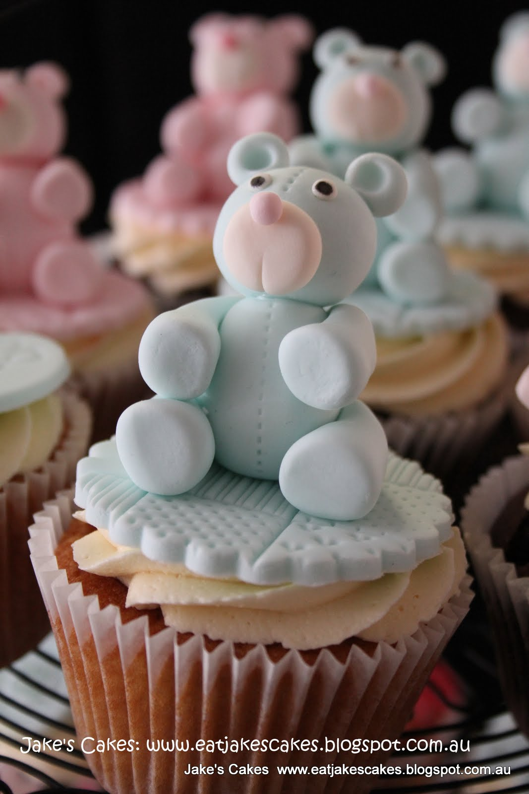 baby shower cupcakes for twins due in december one boy and one girl
