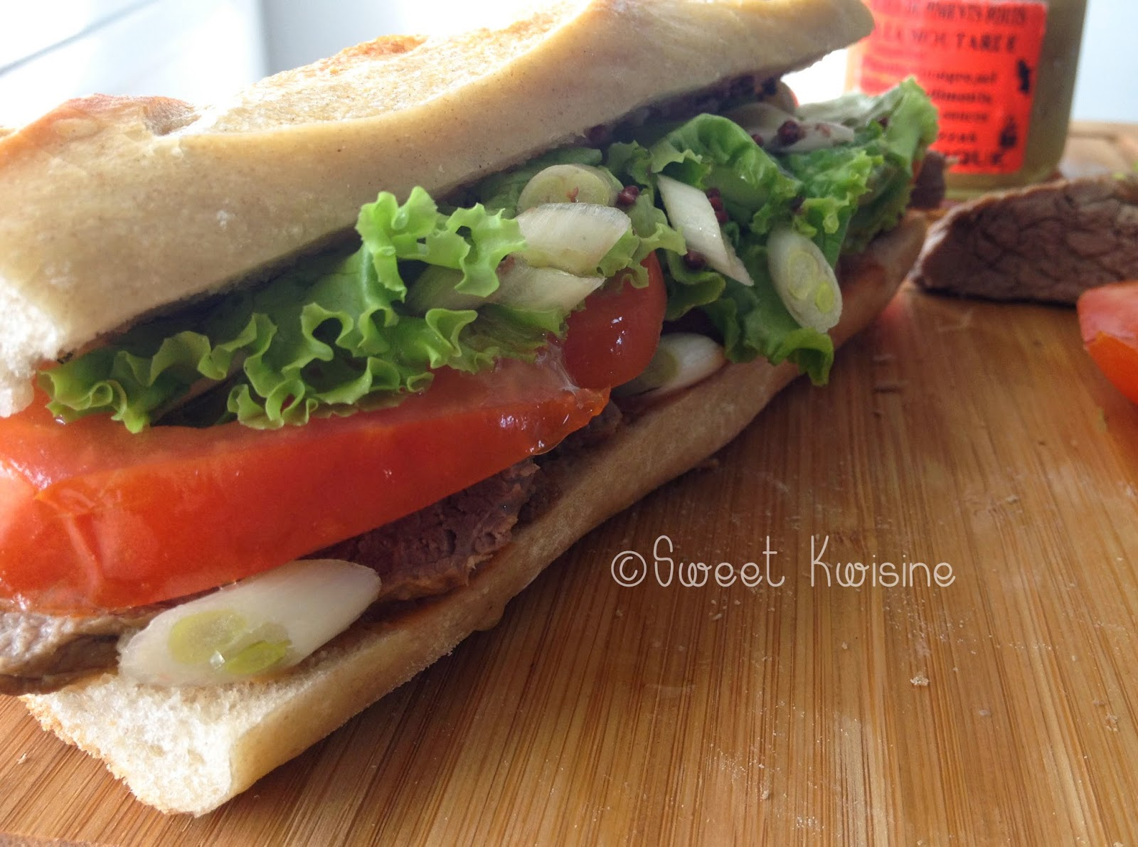 sweet kwisine, sandwich, steack, boeuf, tomate, piment, moutarde,
