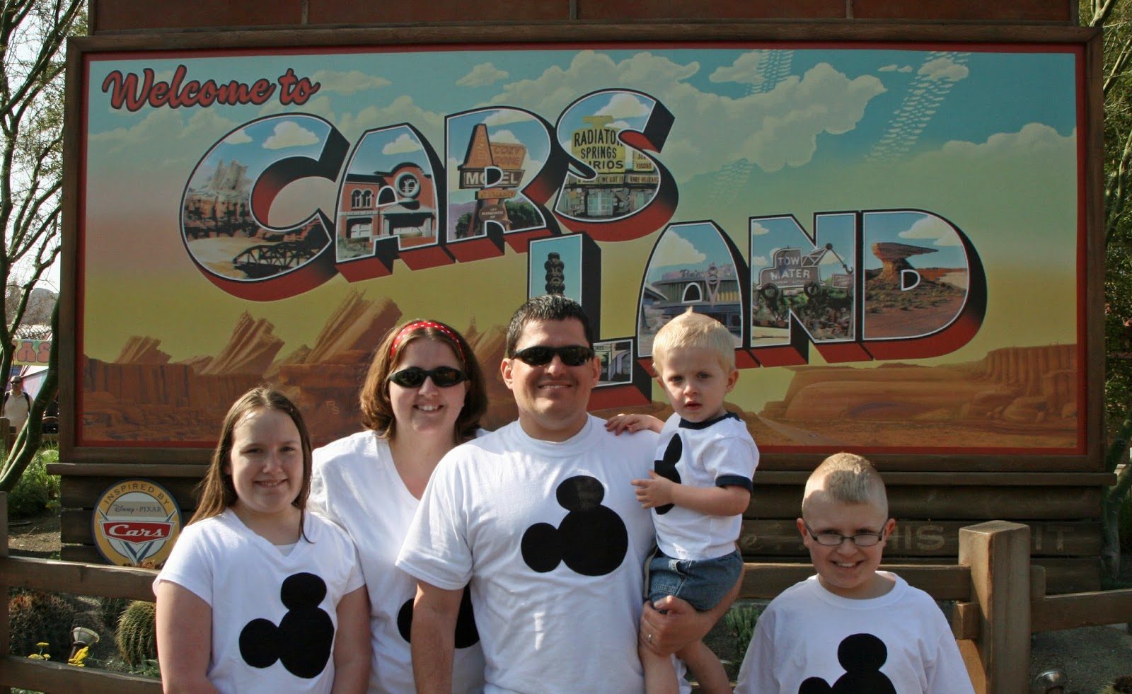 10 Iconic Photo Locations in Disneyland from LoveOurDisney.com