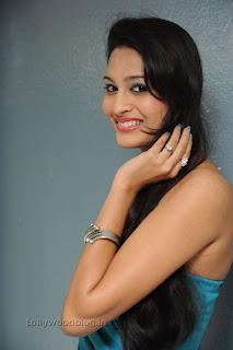 Shweta Jadhav Pictures at Namaste opening 007.jpg