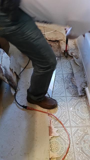 mcdermott top shop, counter, home depot, recycled glass counter, recycled glass, bathroom reno, bathroom redo, budget diy, diy, vanity, flooring, painting, flooring, tile, installation