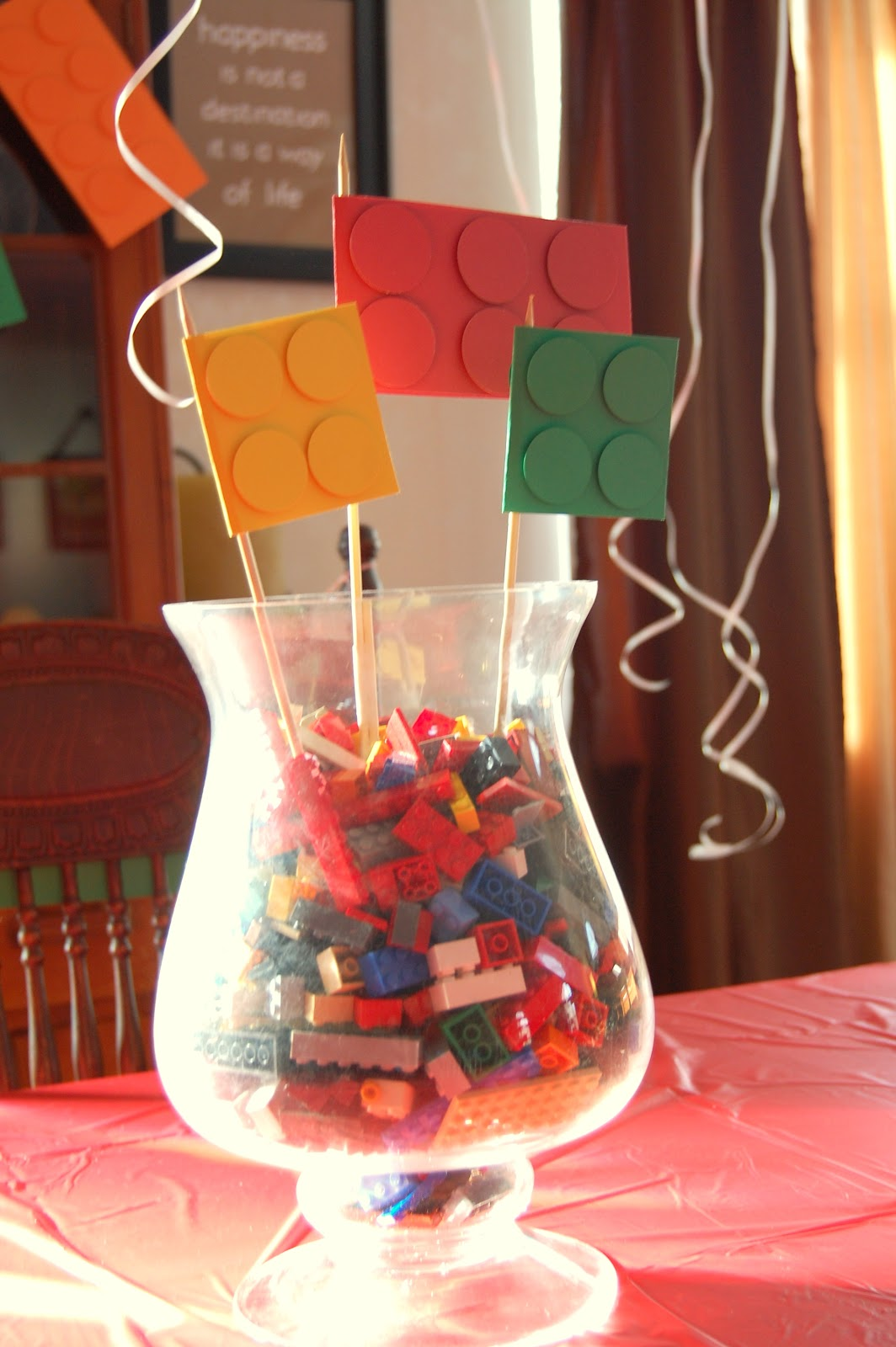Ideas for scrapbookers lego party decorations for Decoration lego