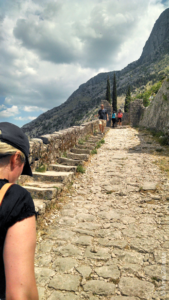 Каменная дорога и ступеньки, Черногория