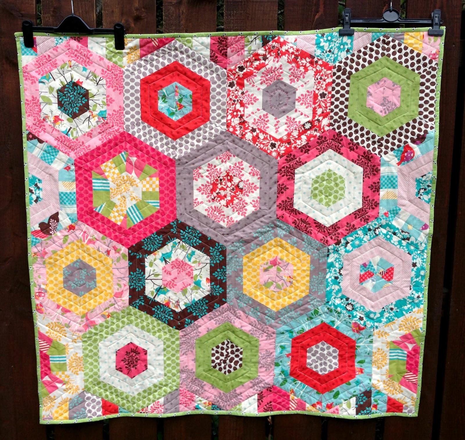 Poppy Makes...: Modern Hexagon Baby Quilt : merry go round quilt pattern - Adamdwight.com