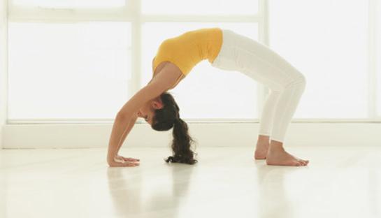 व्यायाम और योग से बढ़े स्तन कम करें