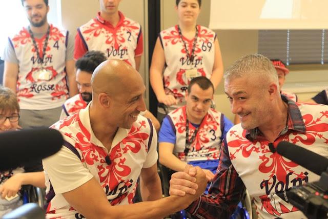 """Volpi rosse con Carlton Myers e Predrag """"Saša"""" Danilović"""