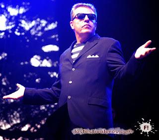 Graham McPherson. Suggs. Madness. Les Déferlantes 2013. Show. Live