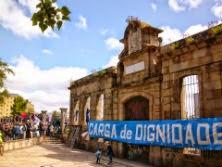 Axudemos a levantar a dignidade desta comarca: Todas e todos diante da antiga porta do estaleiro o martes 29 de Abril ás 7 da tarde.