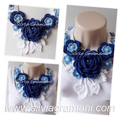 Colar de crochê com flores azul