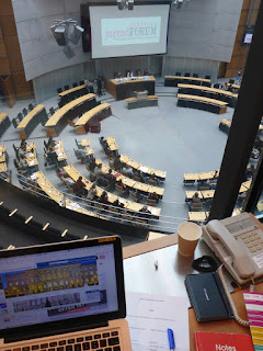 Blick aus der Dolmetscherkabine im Abgeordnetenhaus