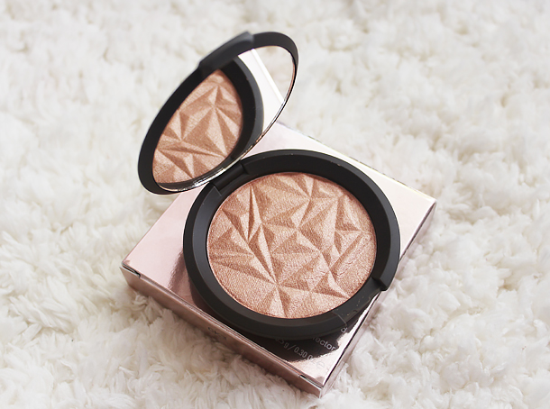 becca shimmering skin perfector pressed rose gold review swatch nc30