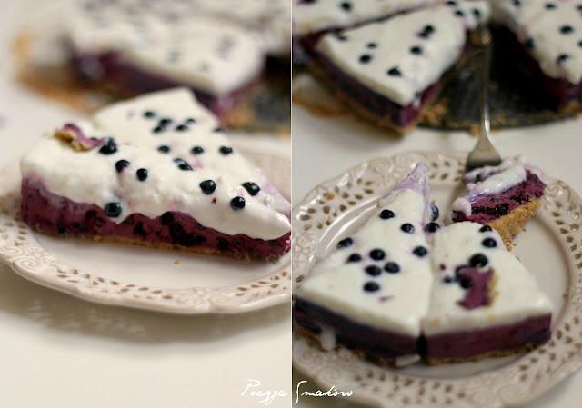 Sernik jagodowy bez pieczenia, pod jogurtem naturalnym.