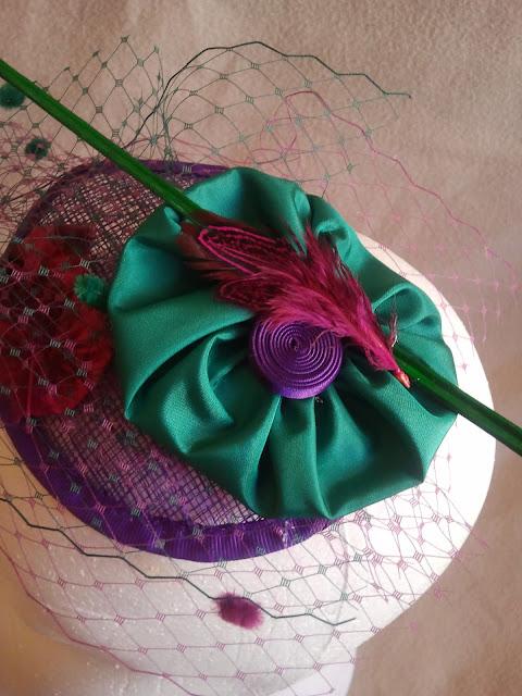 tocado, morado, verde, raqui, flores, tul, barato, elegante, económico, eventos, bodas