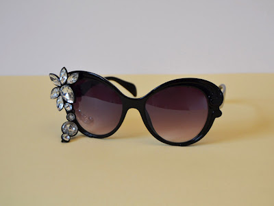 Adornar gafas de sol con pendientes en Recicla Inventa