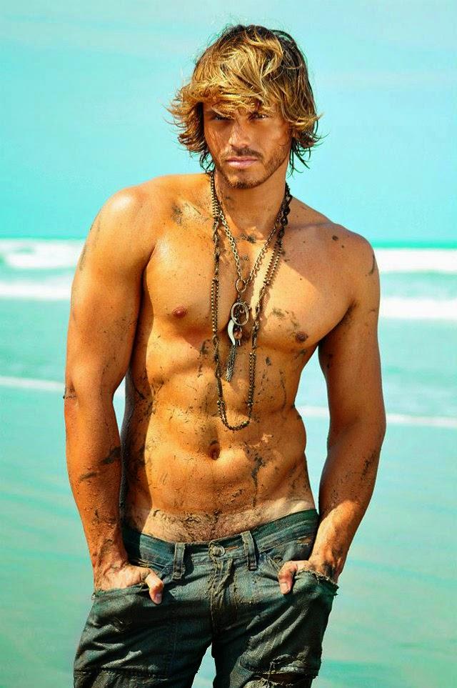 Franklin David posa para ensaio sensual em praia do litoral paulista. Foto: Rodrigo Marconatto