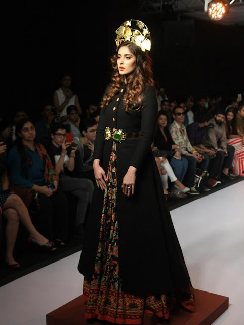 Beautiful Ileana D'Cruz Looks Smoking Hot On The Ramp LFW Winter Festive 2015