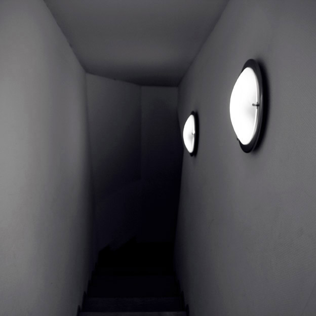 dark stairs, escaliers sombres, photo © dominique houcmant