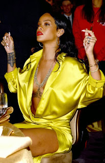 Риана секси в жълто на гала парти Грами 2014