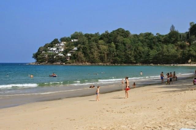 белый песок на пляже