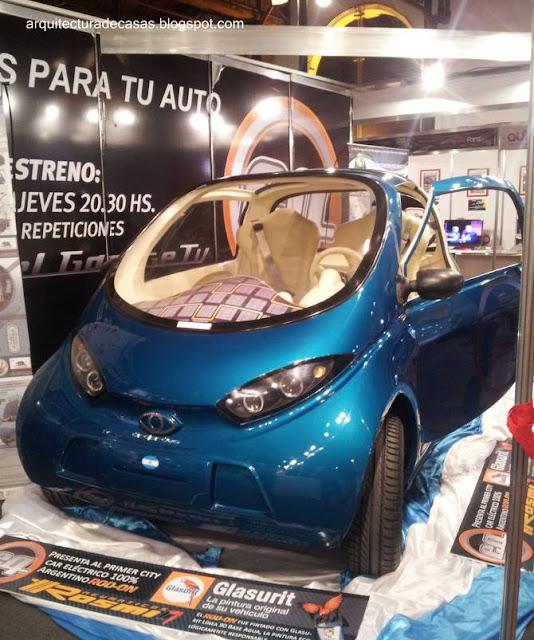 Pequeño automóvil eléctrico argentino