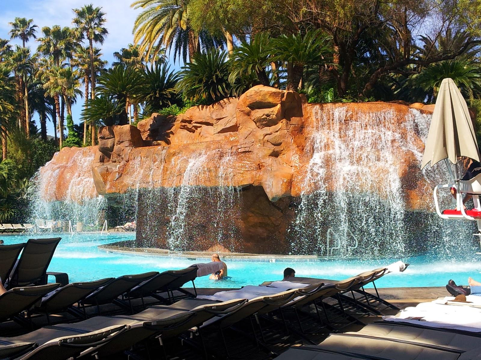 C 39 Est La Vie In Blue 2013 The Mirage Treasure Island Ti Las Vegas