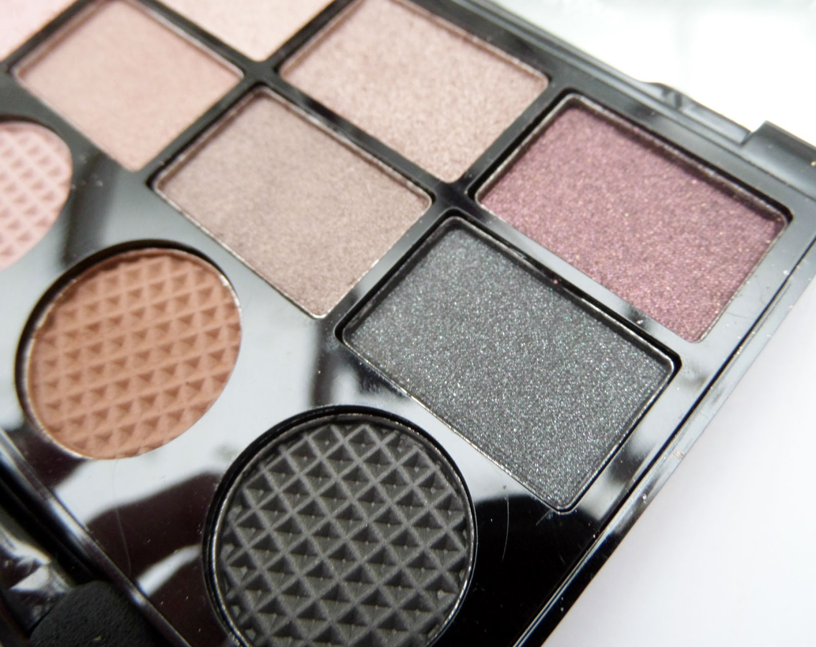 Makeup Revolution 'What you waiting for' Eyeshadow Palette