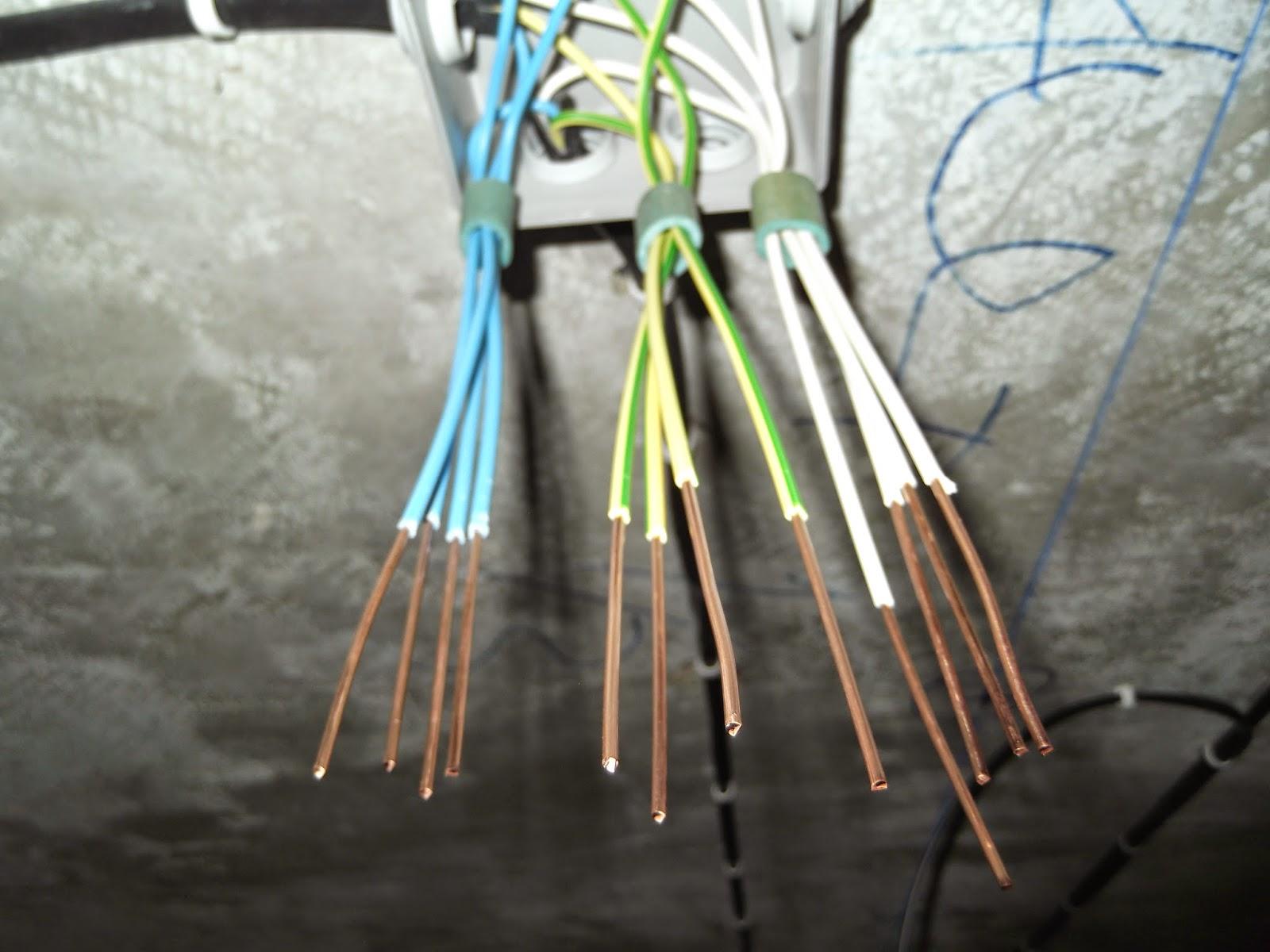 Как сделать скрутку проводов в распределительной