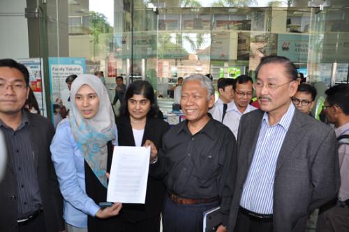 nurul-izzah-petisyen-singapura