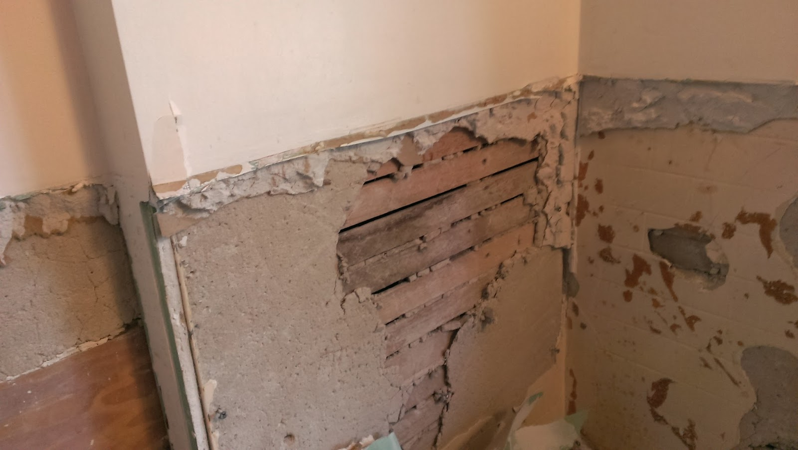 How to Strip Wallpaper from Plaster and Lath: 12 Steps