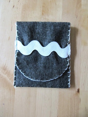 fabric pouch and blanket stitch tutorial