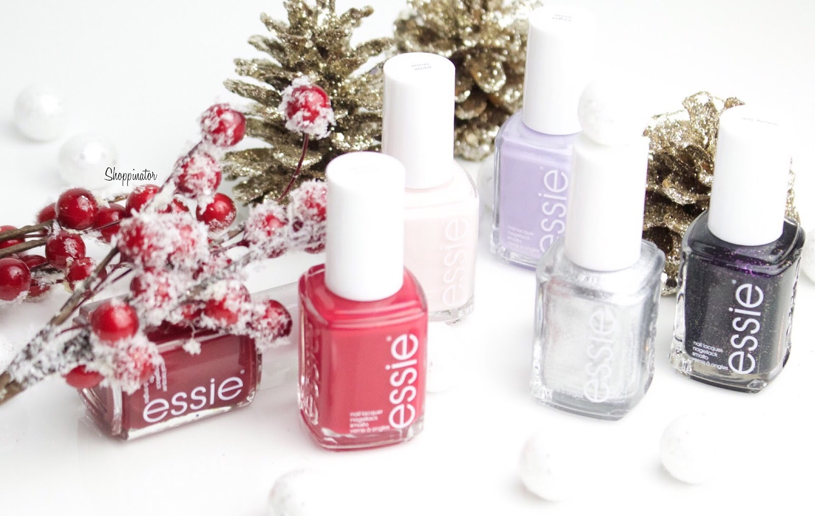 Shoppinator-Blog-Essie-Winter-Winter2015-2015-LE-WinterLE-Weihnachten2015-limitiert-virgin-snow-essiewinter-shall-we-shallet-altitude-attitude-peak-show-apres-chic-haute-tub-flieder-nude-rosa-rose-rot-glitzer-nagellack-essielack-silber