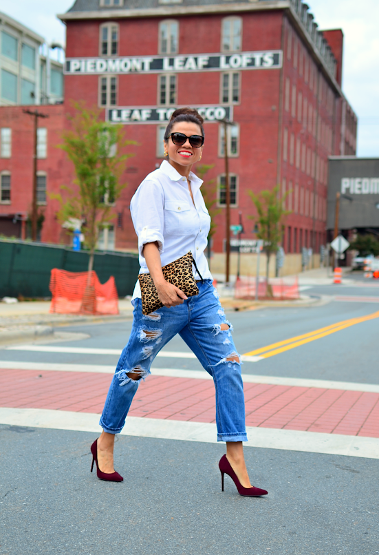 Outfit with boyfriend jeans and pumps