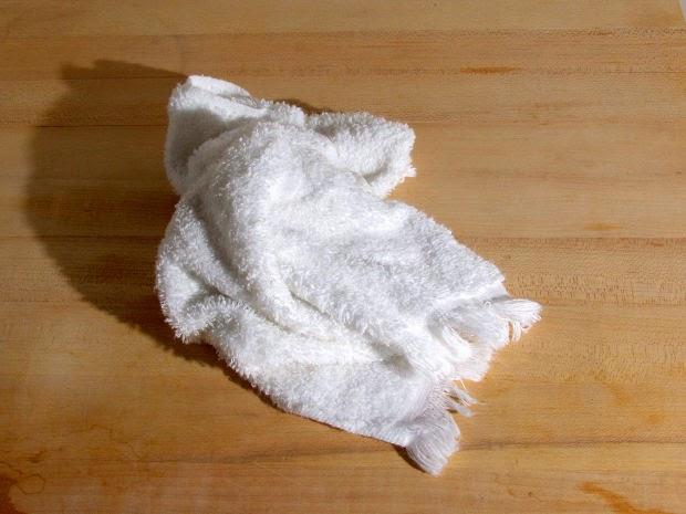 Resultado de imagen para toallas tiradas en el baño