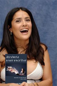 Salma Hayek con Atrévete a ser escritor, de Carlos del Río