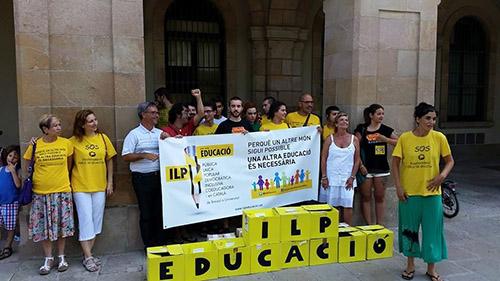 escola pública assemblea groga català laica democratica